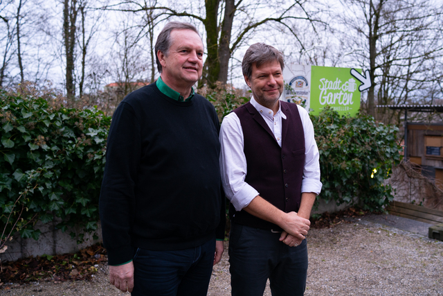 Unser Spitzenduo Robert & Robert, Robert Habeck und Robert Wäger, stellen sich den Kameras