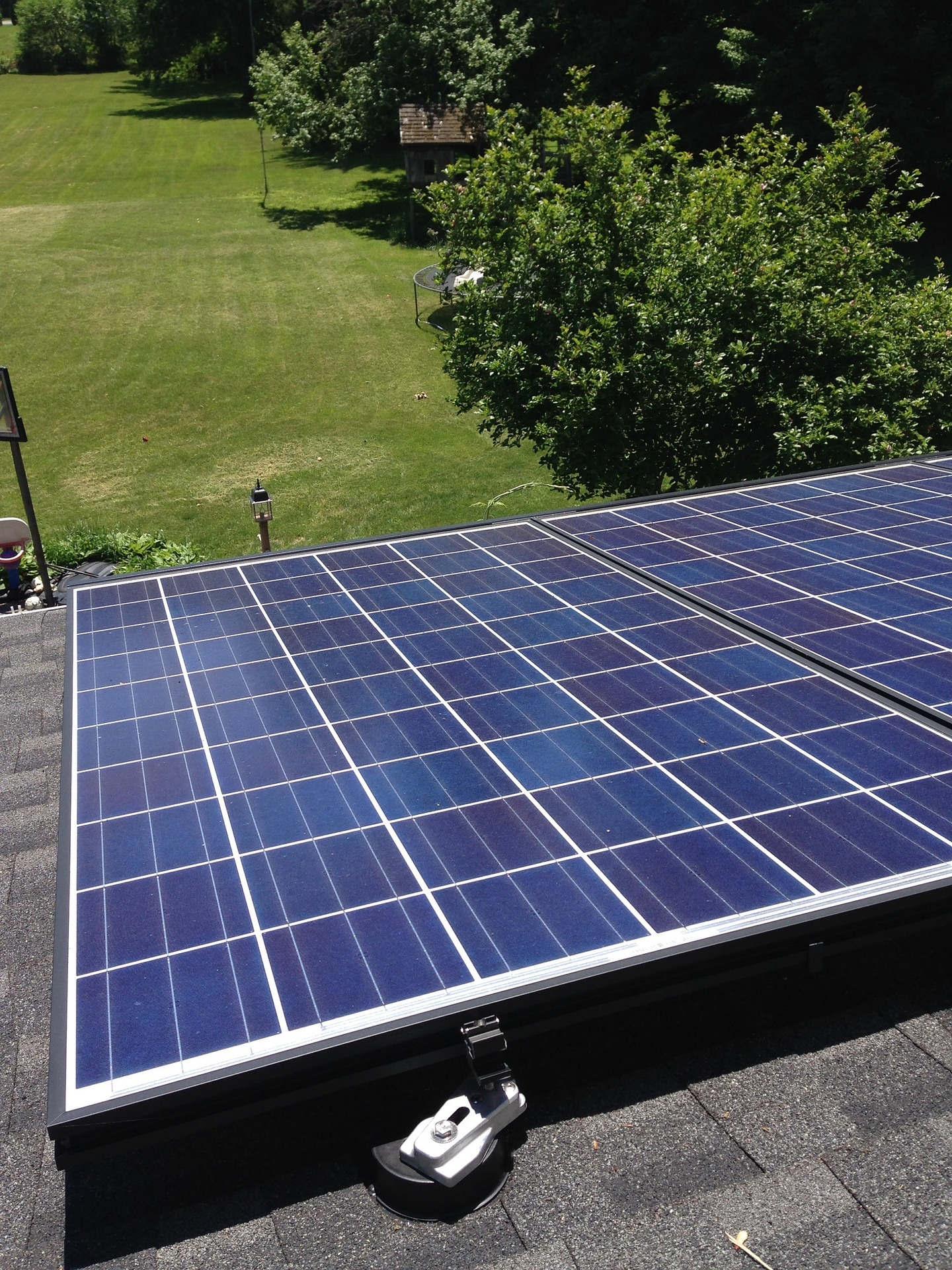 Untersuchung der Kreisliegenschaften bezüglich einer Eignung von Dächern, Fassaden und Parkplätzen für eine Solarenergienutzung